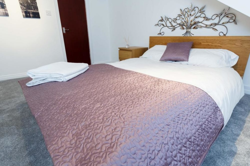 guest houses to rent leeds with large double rooms