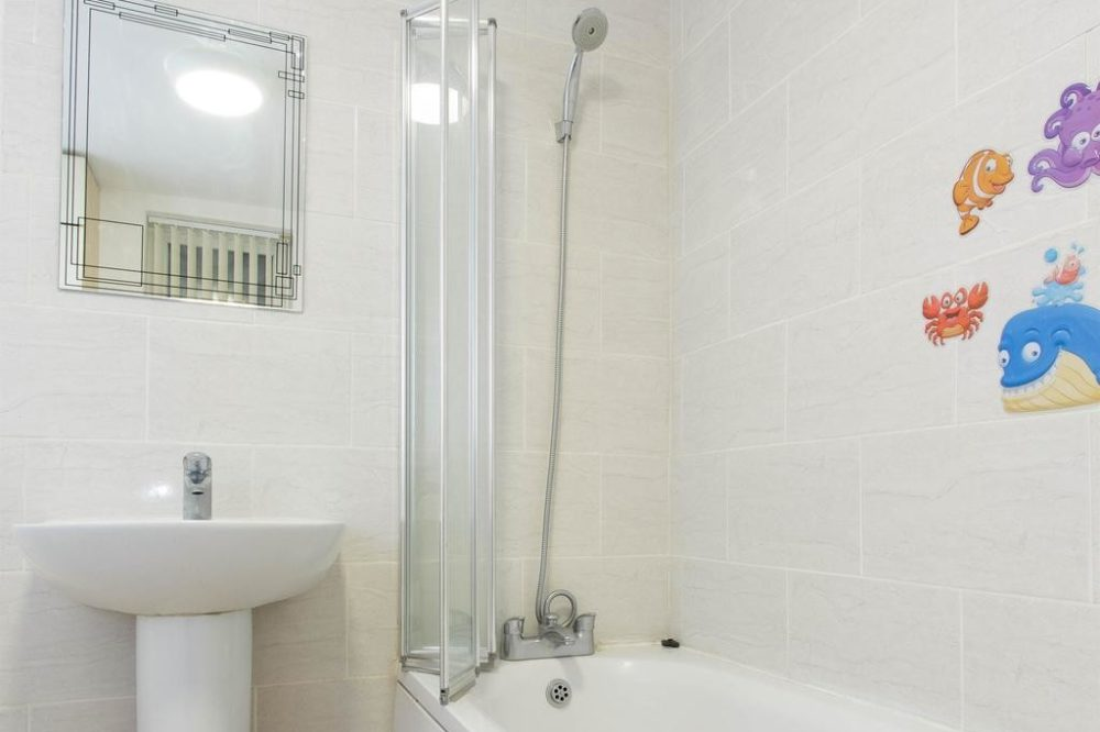 Serviced apartments in Leeds with en suite shower