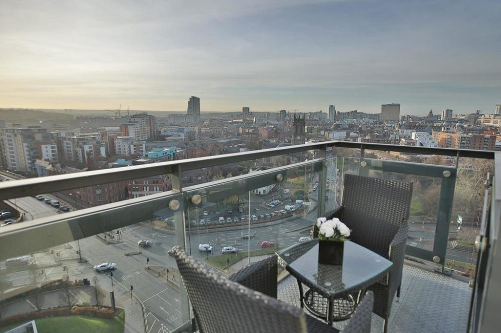 leeds accommodation with amazing balcony views