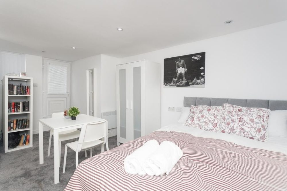 serviced apartments in Leeds bedroom