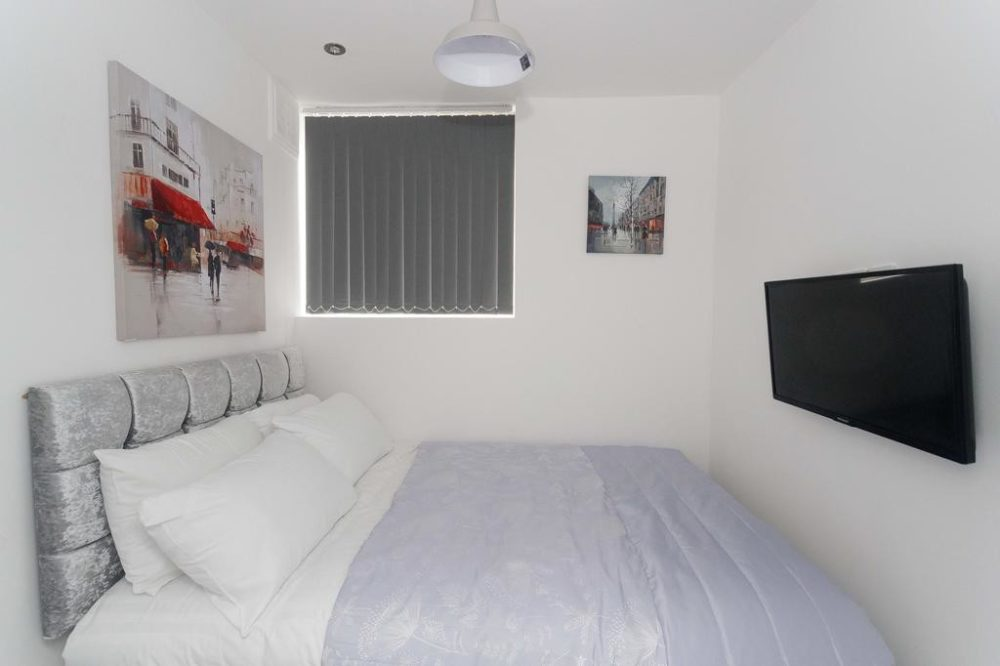 holiday apartments leeds bed