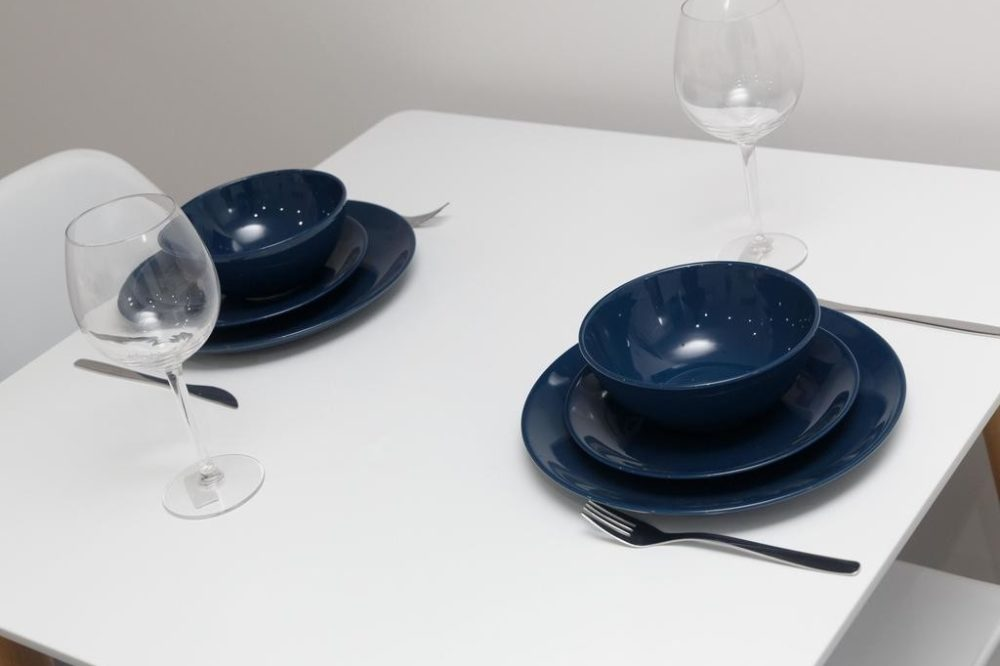 apartments to rent in leeds dining table