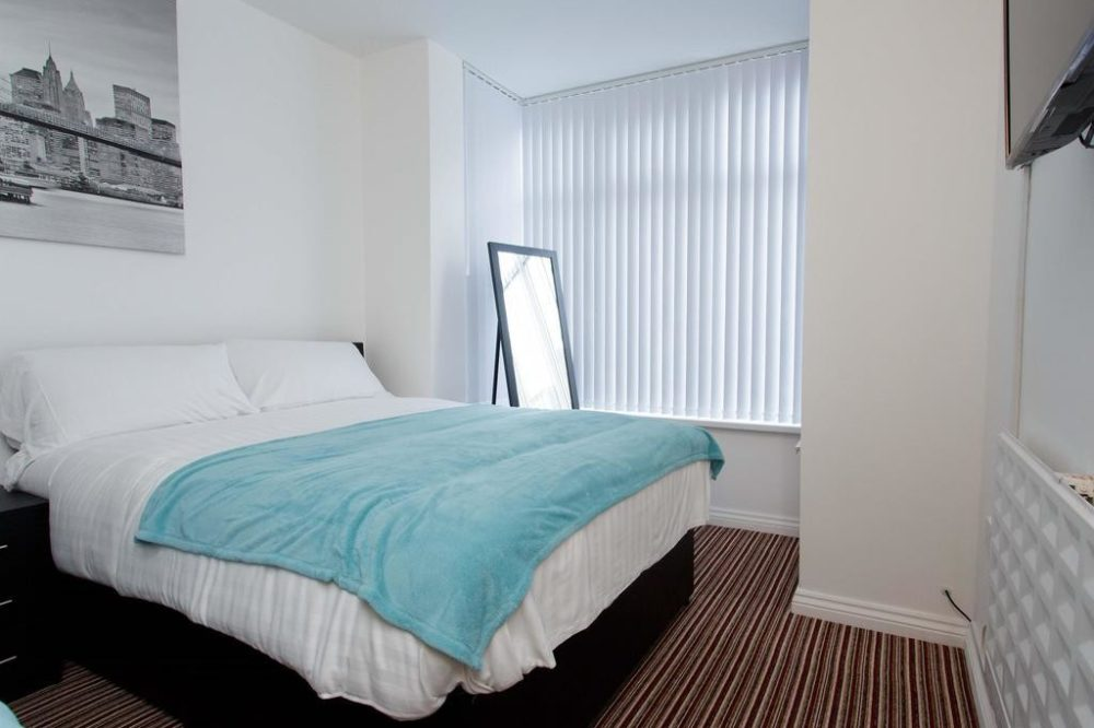 leeds accommodation with large triple room