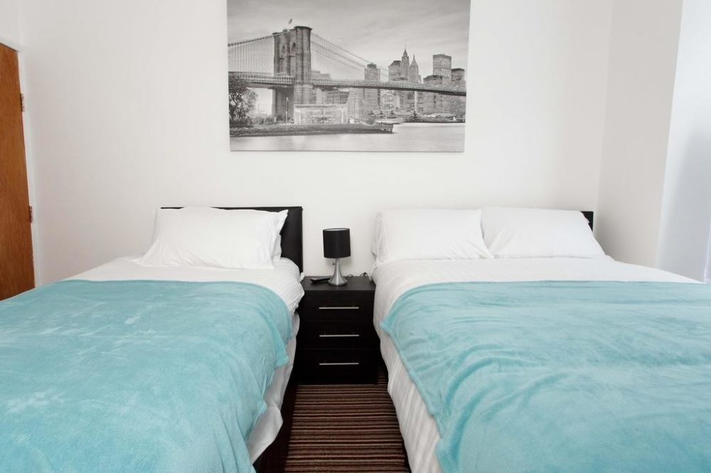 leeds accommodation with modern triple room