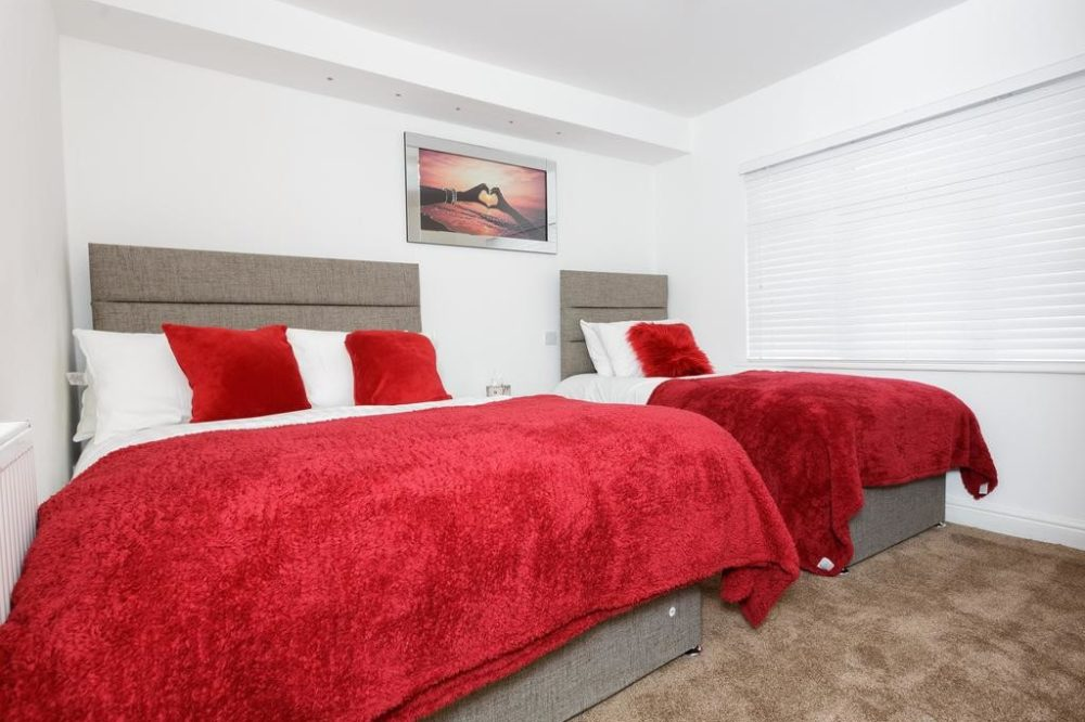 serviced accommodation leeds with great bedroom