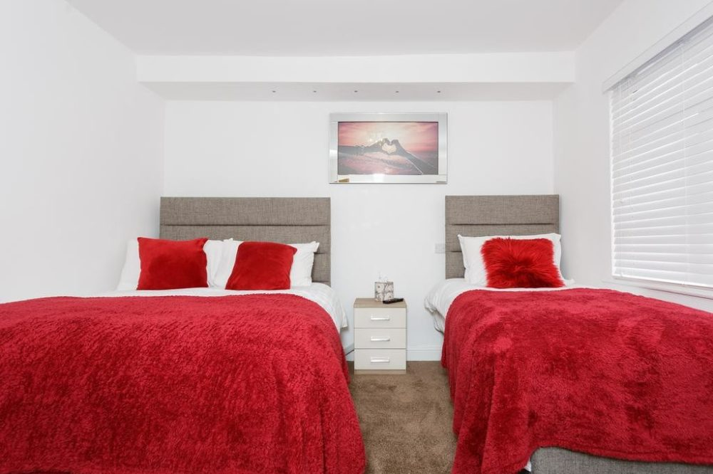 short stay apartments in leeds bedroom