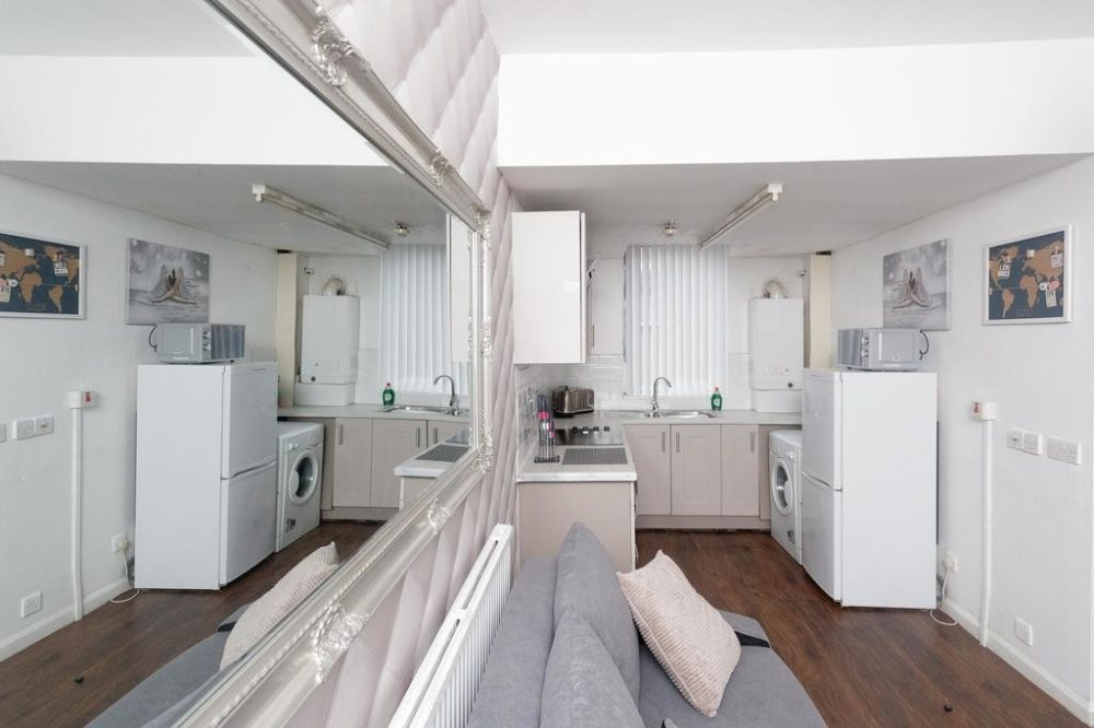 luxury serviced apartments leeds with modern kitchen diner