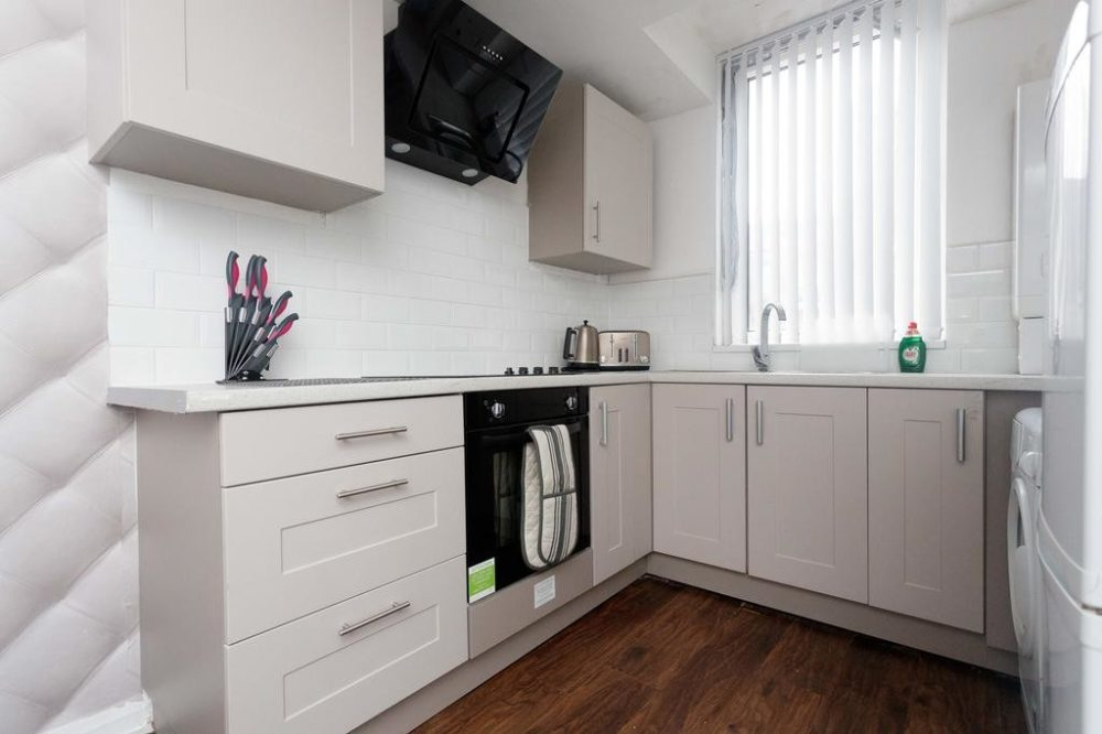 leeds self catering accommodation with large kitchen