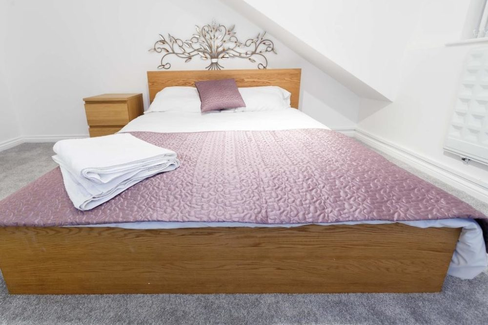 leeds accommodation with spacious double room
