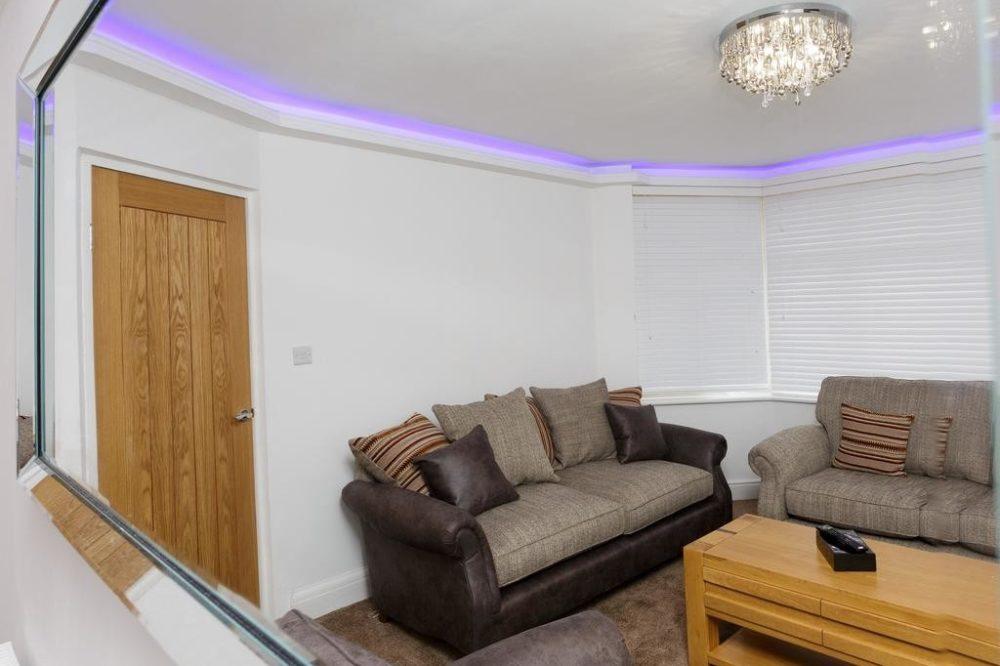 leeds accommodation with stylish lounge