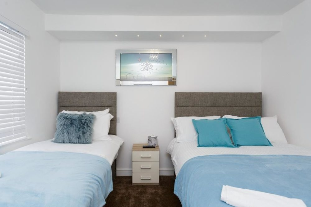 luxury serviced apartments leeds with triple room