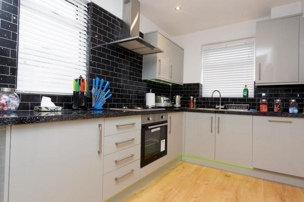 2 bedroom flats to rent leeds with spacious kitchen