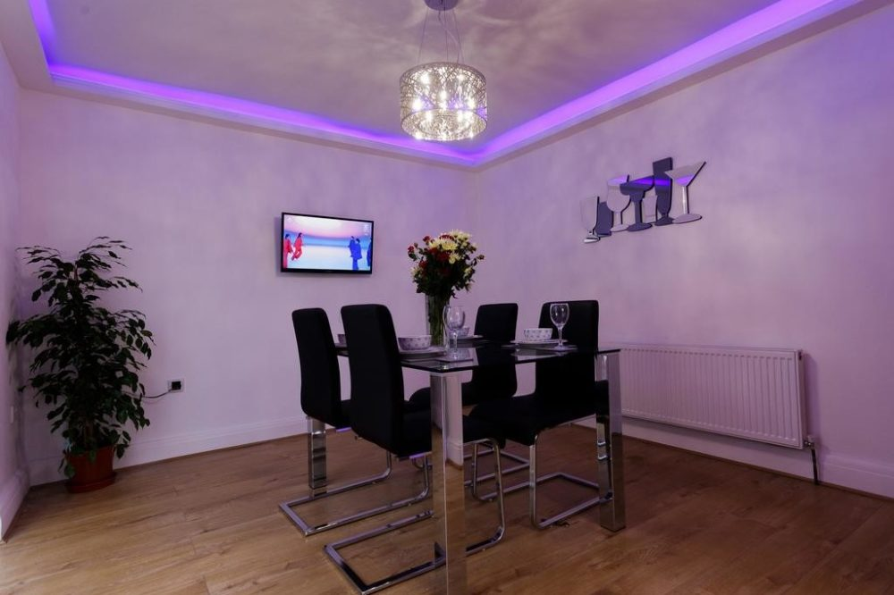 leeds accommodation with modern dining room