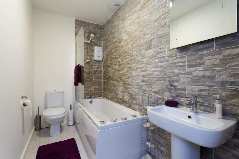 rent apartment leeds with stunning bathrooms