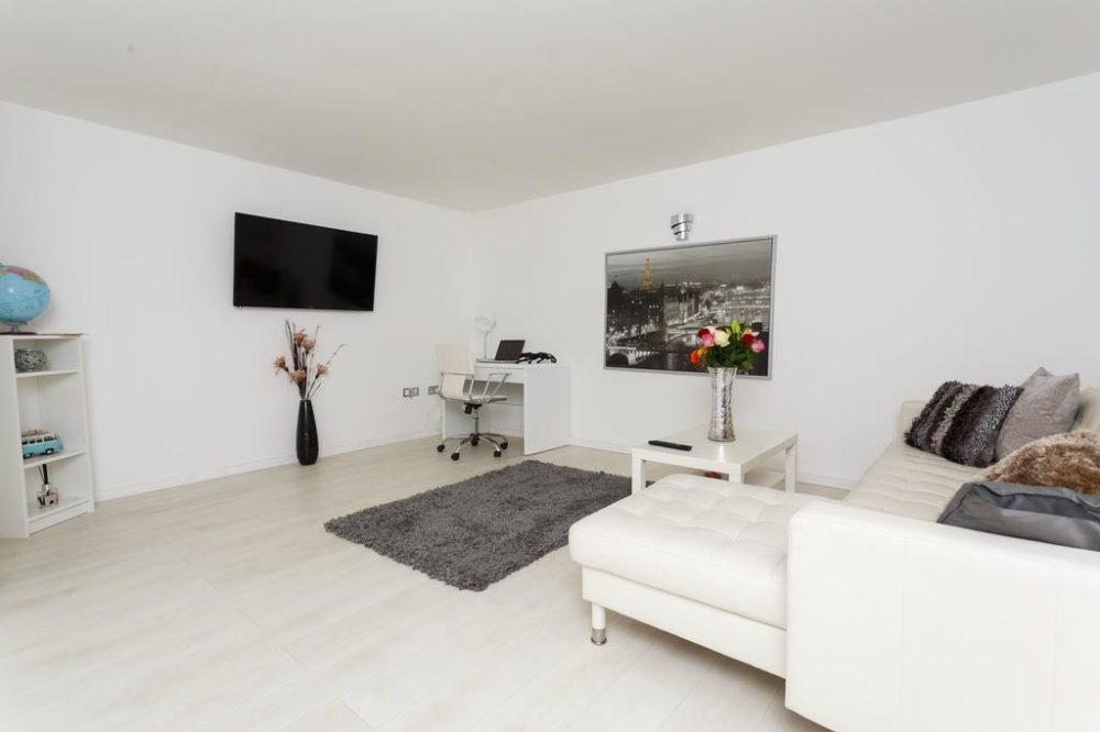 80828037 1 Services apartments & accomodation in Leeds