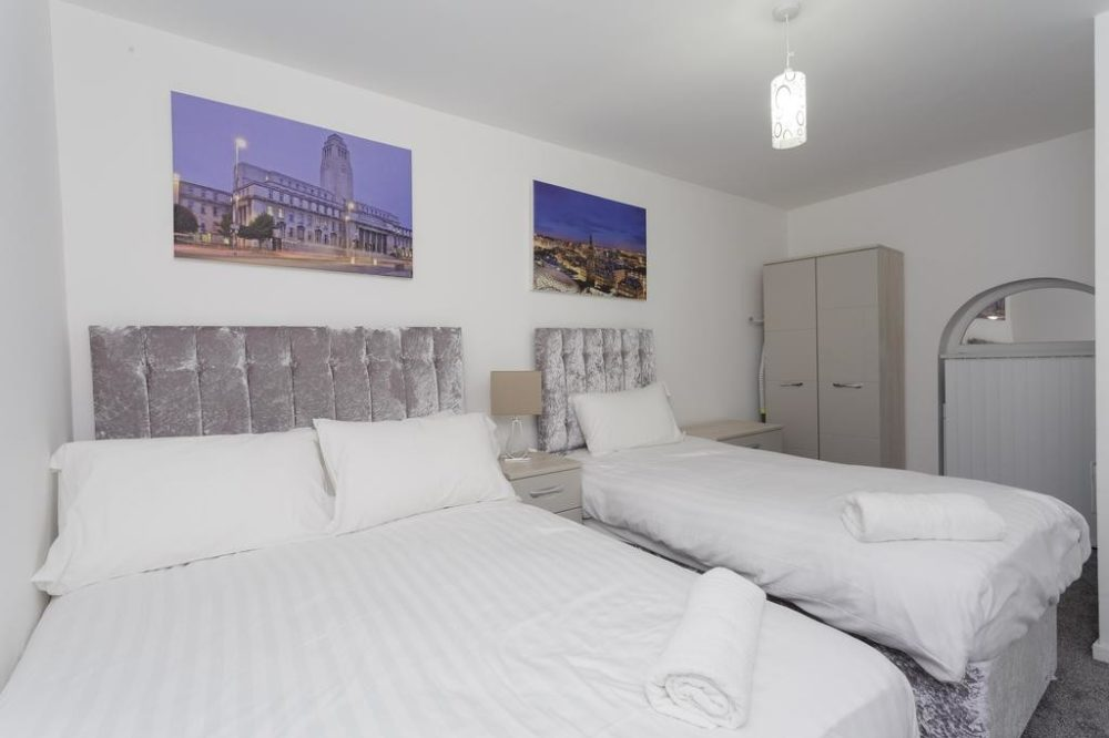 serviced accommodation with spacious bedroom