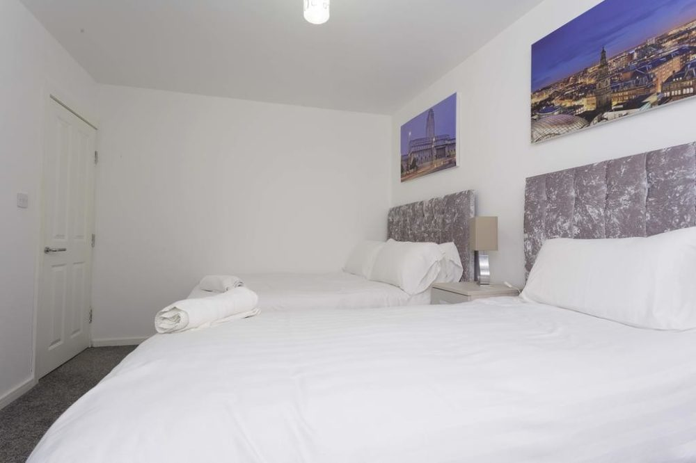 serviced accommodation with twin bedroom