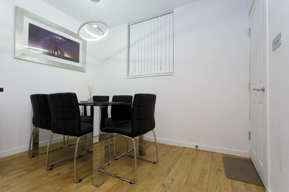 93106933 1 Services apartments & accomodation in Leeds