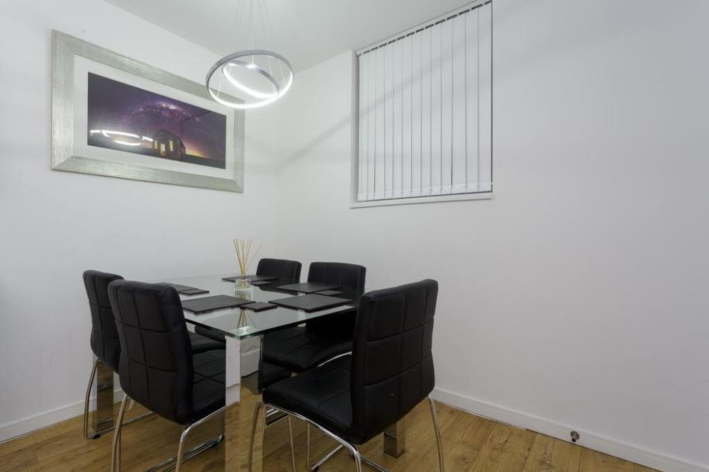 93106938 1 Services apartments & accomodation in Leeds