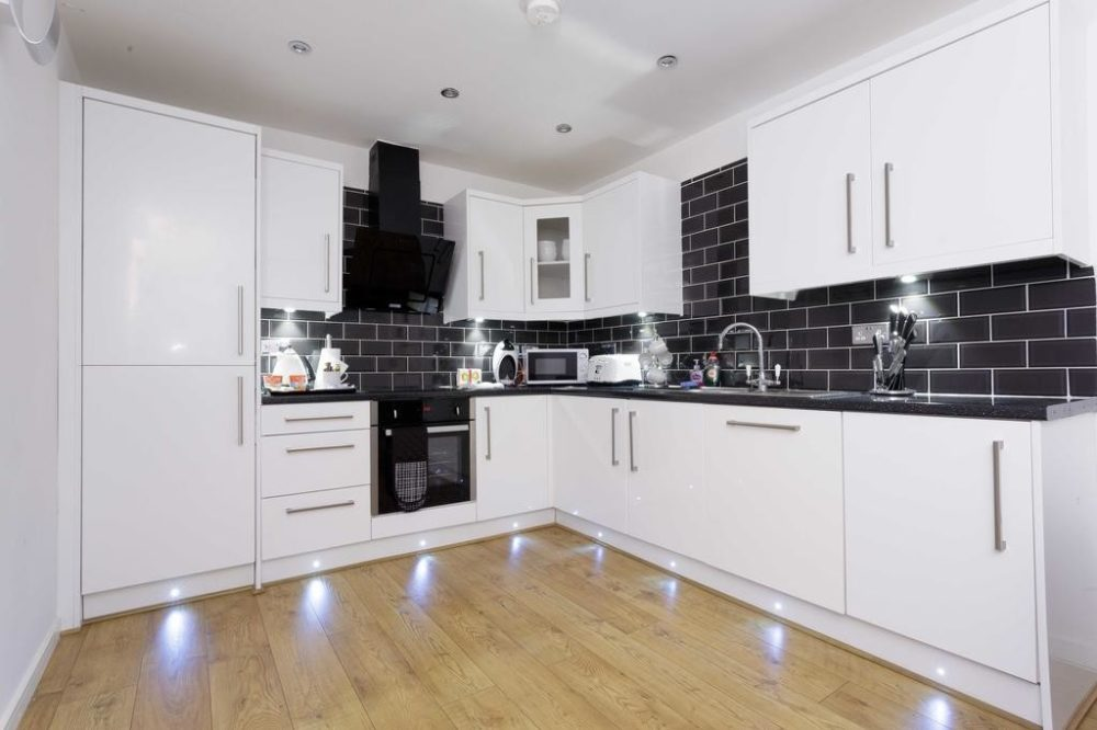 93106943 1 Services apartments & accomodation in Leeds