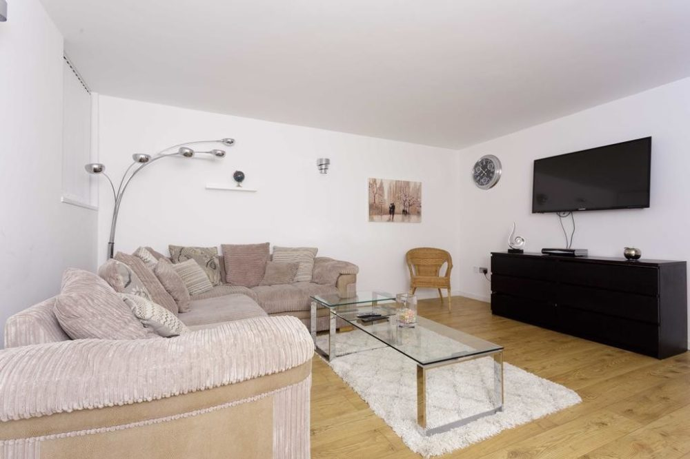 Serviced apartments with stunning lounge