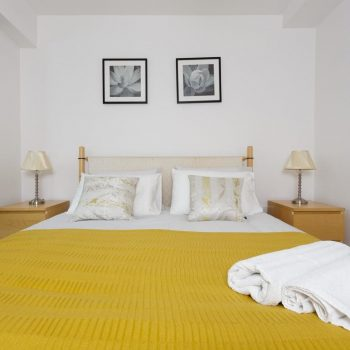 serviced accommodation with lovely bedroom